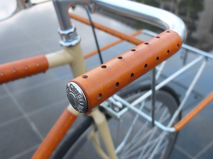 Poignées en cuir couleur fauve #fixedgear #fixie #bicycle #trackbike #Nice #singlespeed #fixed #pignon fixe #bicyclette #vélo #roue libre