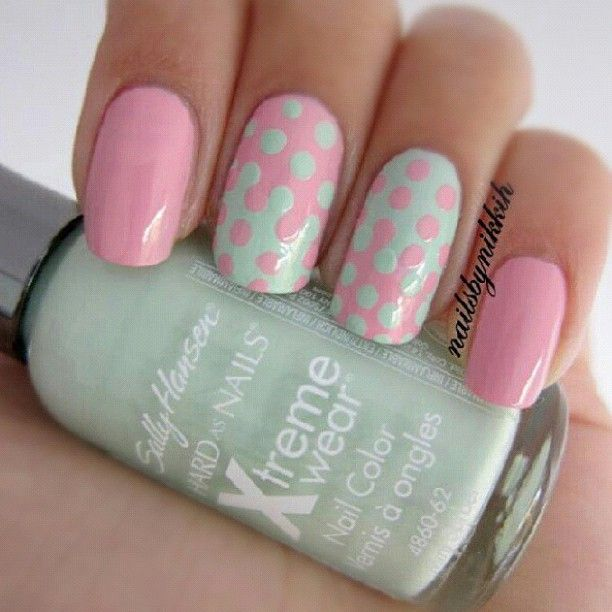 Sally Hnasen mint & pink nails