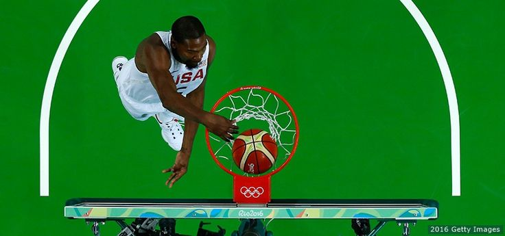 Kevin Durant dunks the ball against Venezuela at the Rio 2016 Olympic Games