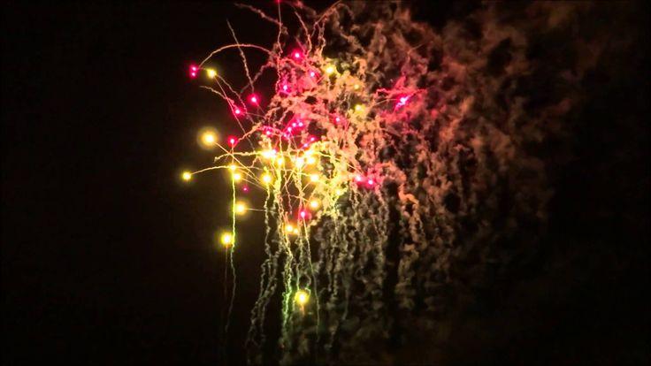 La nuit des étoiles 2014 à Tréflez, un feux d'artifice grandiose en ce 16 août 2014 jour de fête en Bretagne.  Les autres images sont sur : http://bretagne-web.fr/couleurs-bretagne/treflez.php