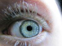 Jak pomóc suchym i zaczerwienionym oczom ?