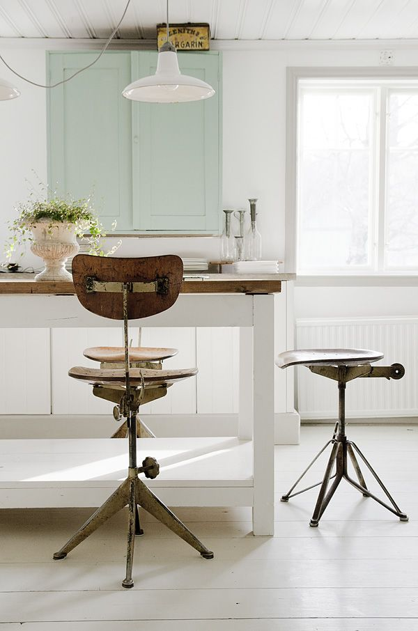 Anna Truelsen interior stylist: Chairs, Color, Architecture Interiors, Interiors Design, Vintage Stools, Kitchens Counter, Pendants Lights, Bar Stools, Kitchens Stools
