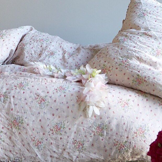 pretty shabby chic bedding from rachel ashwell