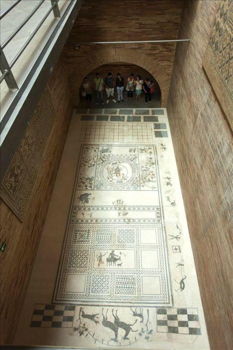 Museo de Arte Romano de Mérida: Orfeo tocando la lira (Mosaico)