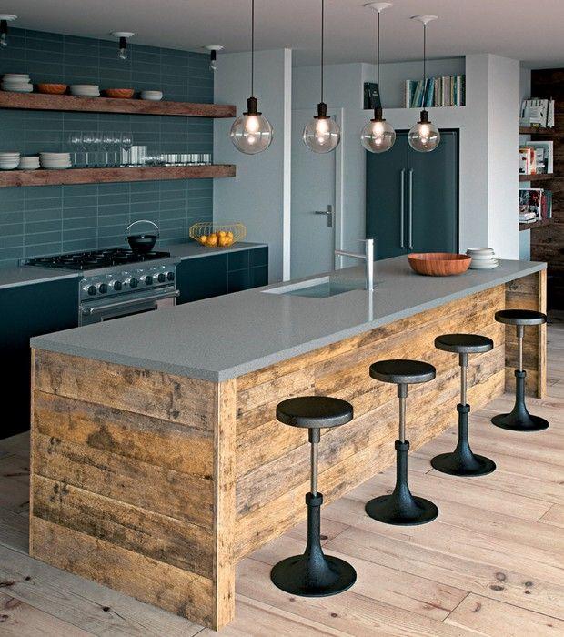 Cozinha | Neste projeto, o Caesarstone foi utilizado na superfície da bancada e da ilha central (Foto: Caesarstone/Divulgação)