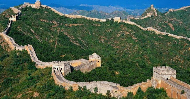 GRAN MURALLA.  Antigua fortificación para proteger la frontera norte del Imperio chino durante las distintas dinastias imperiales.