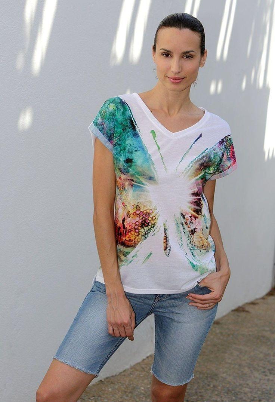 Camiseta moderna con estampado mariposa psicodélica. #print #women