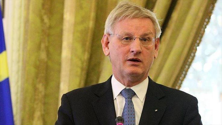 Mantan PM Swedia Kritik Respon Uni Eropa Terkait Upaya Kudeta di Turki  Mantan PM Swedia Carl Bildt  SALAM-ONLINE: Reaksi Uni Eropa atas upaya kudeta 15 Juli lalu di Turki mendapat kecaman dari mantan Perdana Menteri Swedia Carl Bildt Selasa (2/8). Ia bertanya apakah Brussels sedang tidur atau hanya bodoh.  Bildt yang pernah bertugas sebagai duta perdamaian di wilayah bekas Yugoslavia pada 1990-an mengatakan para pemimpin Uni Eropa telah menanggapi dengan setengah hati terhadap upaya kudeta…