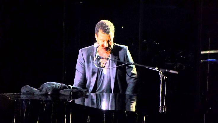 Lionel Richie - Hello - Live @ Ziggodome Amsterdam   Dit was een van de favoriete nummers van mijn vader en werd ook gedraaid op zijn crematie. Toen hij naar de Ziggo doom kwam wilde ik deze per se draaien het toeval was dat ik door de projectleider front staige werd geplaatst.. nog geen 1 1/2 meter van Lionel af..  en werkelijk.. wat een wereld artiest!