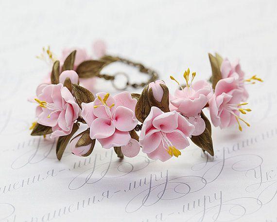 Romantic pink sakura bracelet. Cherry blossom bridal bracelet. Polymer clay wedding jewelry. Bronze leaves floral bracelet. Pink flowers.
