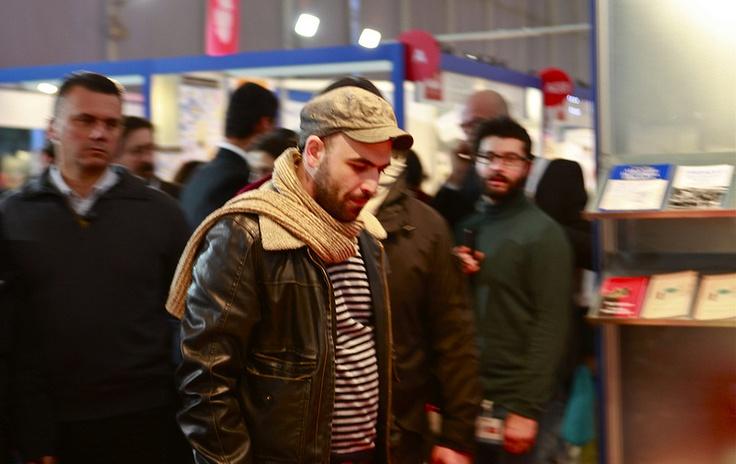 (07/12/2012) Roberto Saviano visita gli stand della fiera