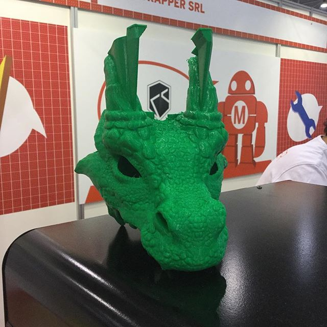 Un incredibile testa di un drago stampata durante un incredibile Maker Faire Rome  An amazing 3D printed dragon head at an amazing @makerfairerome  #kentstrapperontrip #kszero #ksverve #mfr16 #stampa3D #3Dprinter #mfr2016 #3dprinting