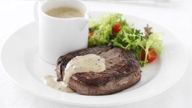 In a hurry? This quick and simple recipe for steak is ready in just 15 minutes and tastes delicious. Our creamy and flavoursome sauce will compliment any beef steak.