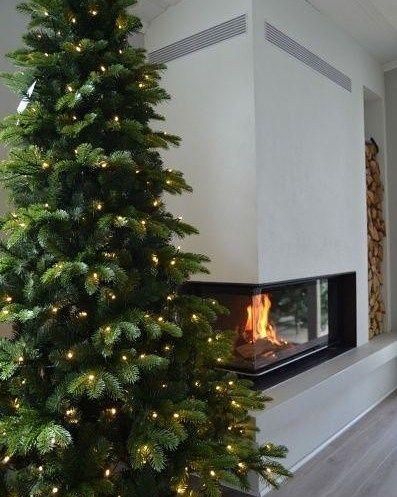 j u l e s t e m n i n g  . . . Vi har tjuvstartet pyntinga til jul på kontoret - er du klar til julen hjemme hos deg? Vi har masse flotte juletrær på lager i forskjellige høyder for omgående levering. Sikre deg før lageret går tomt og julen plutselig banker på døren ___