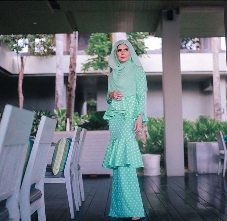 Long dress, prom hijab dress, engagement hijab  dress, eid dress, hijab dress, hijab outfit, hijab fashion, long dress hijab, green long dress, princess dress, casual dress. Follow her ig @rozitachewan1