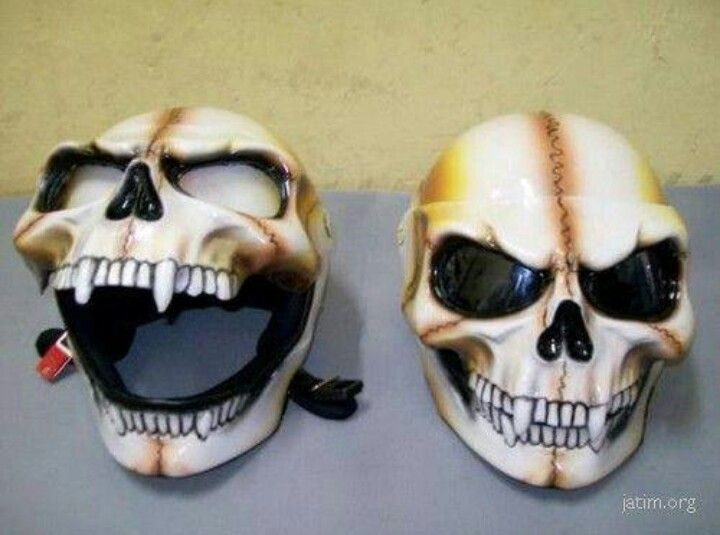 Motorcycle Helmet - i would piss myself if i saw this in my review mirror!