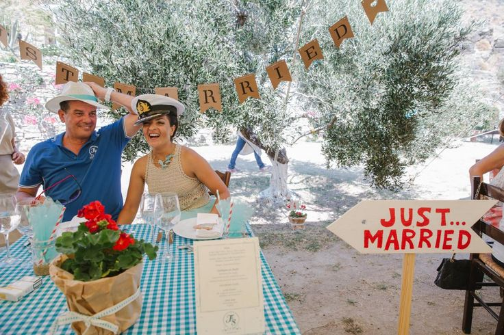 new couple taverna style party Kythnos | lafete