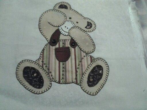 Bear: hand applique.  I love this bear :-)