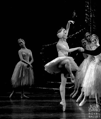 BALLET DANCERS...........GIF............SOURCE MIKOUMI.TUMBLR.COM...............