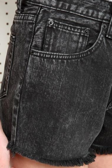 BDG - Short audacieux en jean délavé à l'acide - Noir chez Urban Outfitters