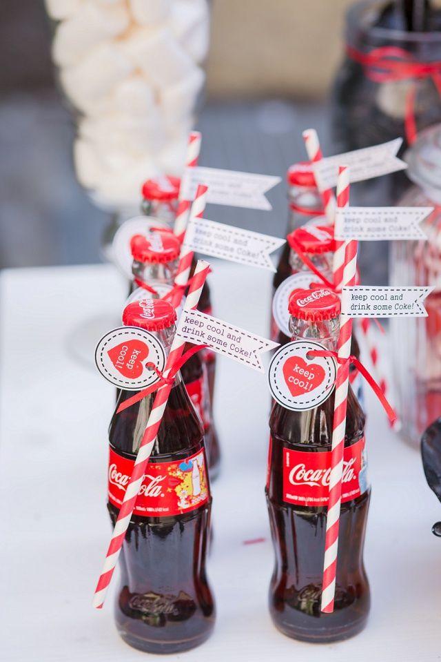 Wedding like a Rock Star - in rot, weiß und schwarz mit der Hochzeitsparade   Hochzeitsblog - The Little Wedding Corner