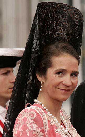 Princesa Elena con mantilla Epañola