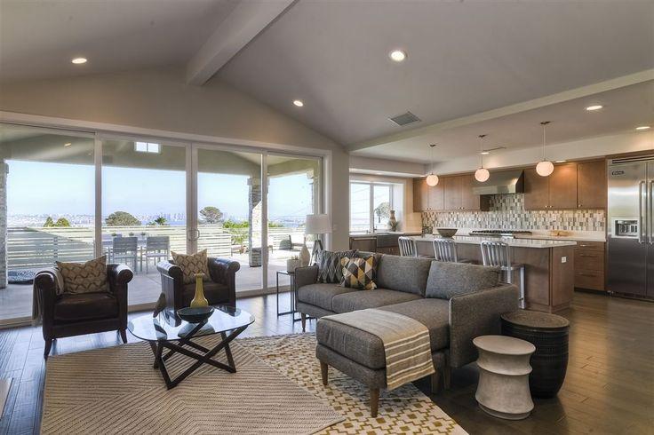 This 2014 rebuild has a prime view location in exclusive La Playa neighborhood, San Diego.  1238 Bangor Street | SAN DIEGO | United States | Luxury Property Selection
