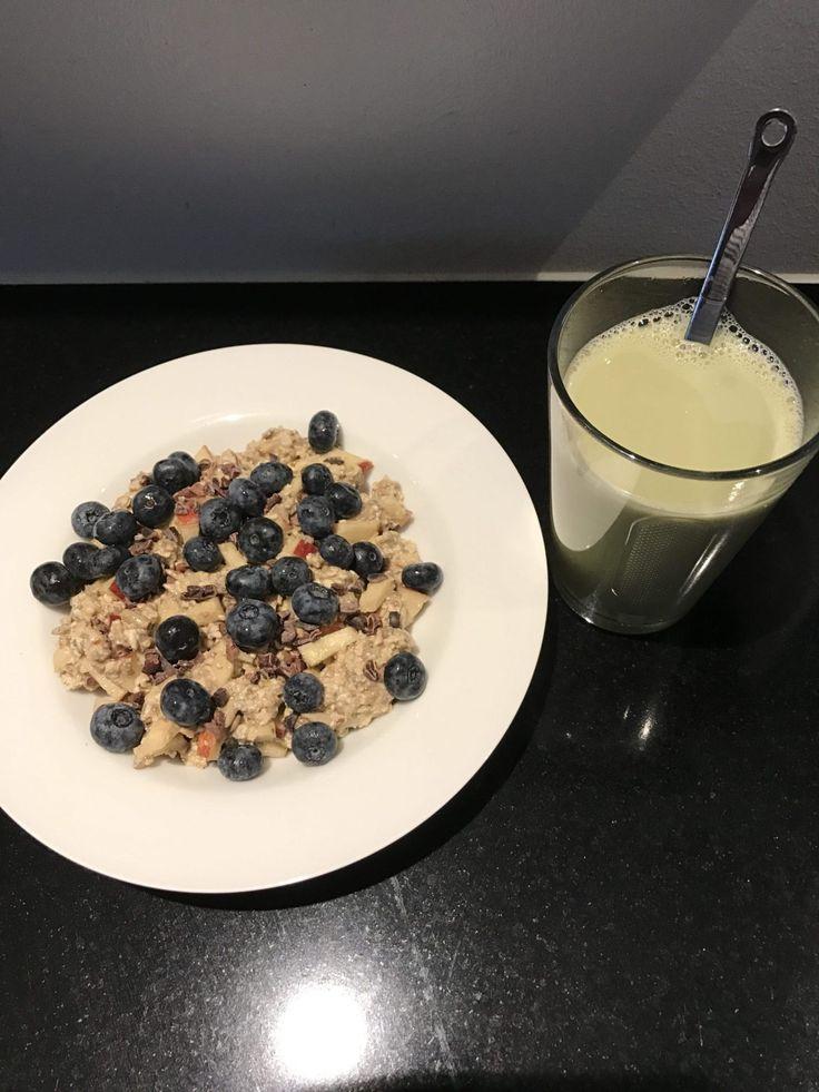Køleskabsgrød, jeg elsker når min morgenmad kan tages direkte ud af køleskabet om morgenen. Se opskriften på www.kostkropogbalance.dk
