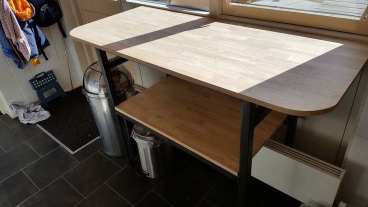 Extra working space in the kitchen in industrial steel and rubberwood