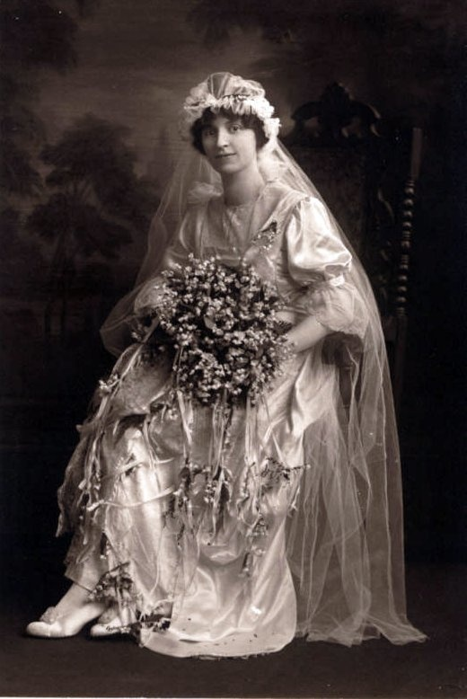 52 best images about 1920 39 s wedding dresses for 1920s vintage wedding dresses