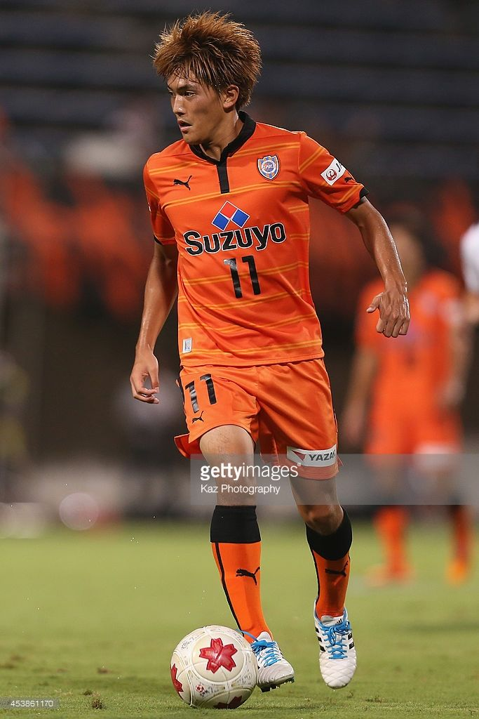 Toshiyuki Takagi of Shimizu S-Pulse in action during the Emperor's Cup third round match between Shimizu S-Pulse and Consadole Sapporo at IAI Stadium Nihondaira on August 20, 2014 in Shizuoka, Japan.