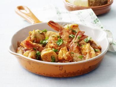 Recept: kip & scampi's met tomaat-amandelsaus