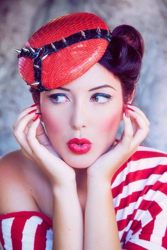 Fotografía: Emilio Barrionuevo Tocado: Mimat Atelier Maquillaje y peluquería: Carmen Asensio Modelo: Yoana
