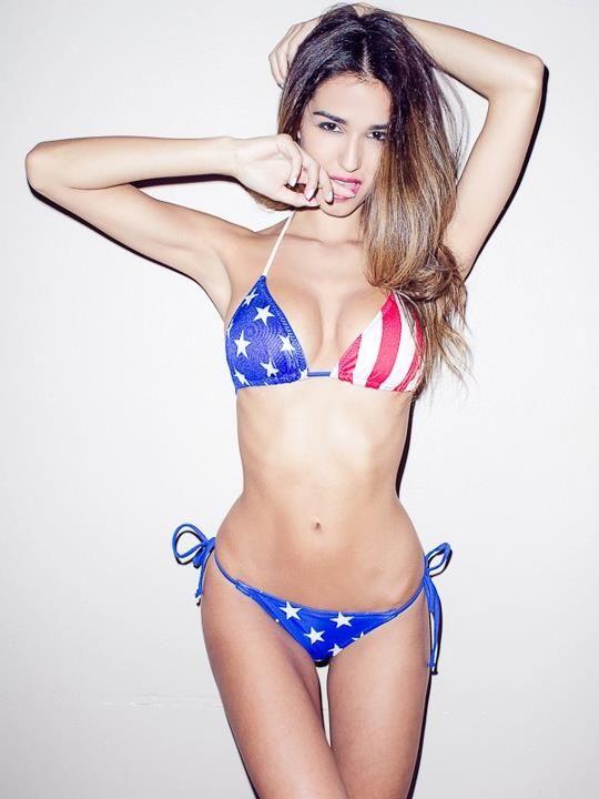 Jolies-femmes-en-photo (Ashley Sky belle fille en bikini)