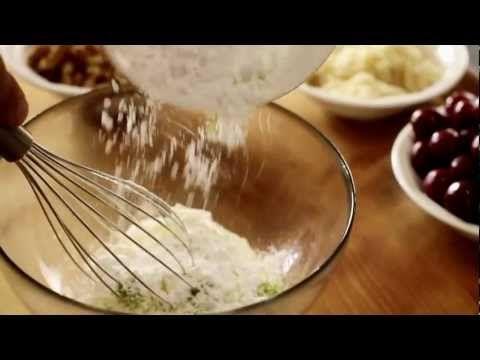 HowTo: Kirschen-Marzipan Flammkuchen. Das Rezept zum Video auf http://www.tantefanny.at/de/rezepte/rezept/?type=entry=1689