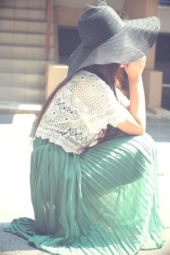 pleated maxi, lace crop top, jumbo hat. love it