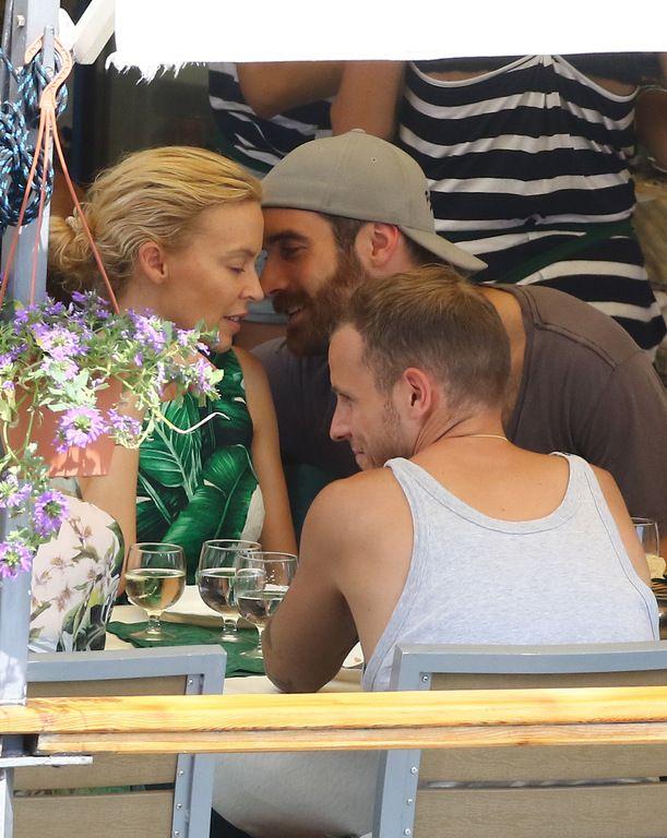 Kylie Minogue et son ami Joshua Sasse en vacances à Portofino le 24 juillet 2016