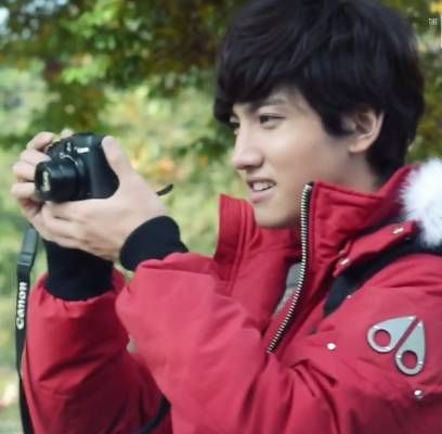 SM magazine 'The Celebrity' releases video of TVXQ's Changmin the Photographer | http://www.allkpop.com/article/2013/11/sm-magazine-the-celebrity-releases-video-of-tvxqs-changmin-the-photographer