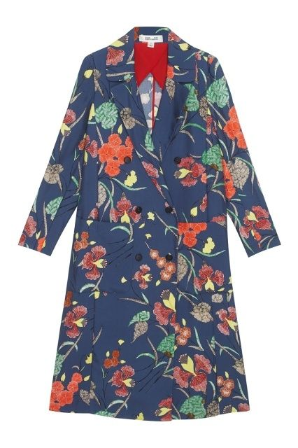 DVF. Шелковое пальто / Легкое пальто из синего шелка с цветочным принтом. Модель из коллекции бренда Diane von Furstenberg создана в женственном стиле 1970-х годов, характерном для марки. Носите это пальто с длинными шелковыми платьями или с широкими брюками-палаццо. Состав: 100% — шелк