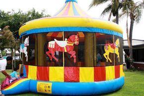 juegos inflables para niños durante cumpleaños infantiles