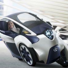 Fazendo sua estréia mundial no Salão Automóvel de Genebra 2013, a Toyota introduziu o i-ROAD - um moto-veículo elétrico pessoal.