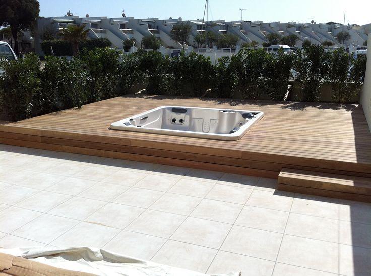 Aménagement de terrasse avec intégration jacuzzi en bois exotique