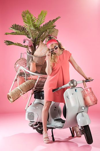 Shift into the highest gear and join our journey of discovery with the 'La Dolce Vita' collection by J-line. Place your beach mat and chair underneath the tropical trees and enjoy...