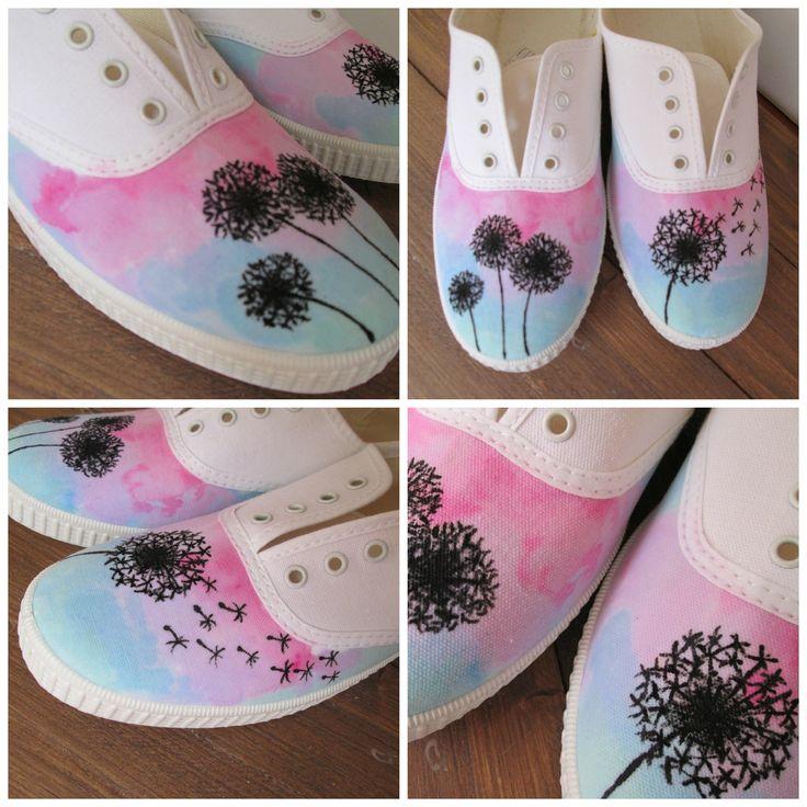 original regalo! preciosas zapatillas pintada a mano. Diente de león efecto acuarela. Handmade handpainted sneakers. original gift