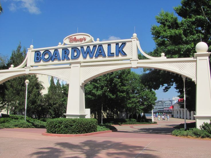 As férias estão chegando e logo muitos de vocês vão estar aqui na Flórida. Quero compartilhar algo que descobri. Sempre ouvi falar da Boardwalk da Disney, principalmente de uma padaria que tem por lá, mas achava que era um privilégio dos usuários dos resorts da Disney. Mesmo sendo residente aqui em Orlando, foi recentemente que