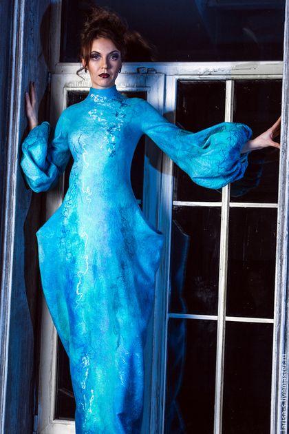 Купить или заказать Валяное платье 'Голубые сумерки' в интернет-магазине на Ярмарке Мастеров. Платье из шерсти мериноса 18 микрон и волокона шелка. Моделирование рукавов и силуэта юбки позволяют придать образу выразительности. Цельноваляное. Различное декоратвное волокно создает рисунок на поверхности войлока, который невозможно потори…