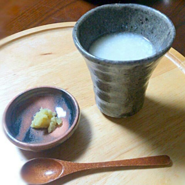 今年で味噌作りも10年目。 そろそろ米麹から作ってみようかと、少しだけお試しで麹をねかせてみました。  温度管理をすること48時間、米麹ちゃんの完成~(^o^)/ 48時間かけて菌を育てたせいか、とても麹がいとおしい(^-^;  早速、自家製米麹で甘酒作り。お粥に麹を混ぜて一晩保温。 朝起きたら、甘~い甘酒に変身! とっても嬉しい一杯でした(*^^*) - 61件のもぐもぐ - 家でねかせた米麹で作った甘酒~(*´∇`*) by sakurako