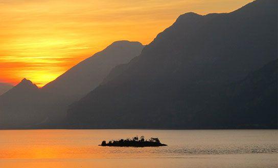 Was die Region Trentino - Südtirol für einen Urlaub in Italien anzubieten hat. Reiseziele, Sehenswertes, Highlights, Naturschutzgebiete, Badeseen und regionale Küche. http://www.italien-inseln.de/italia/trentino-suedtirol-alto-adige/urlaub.html