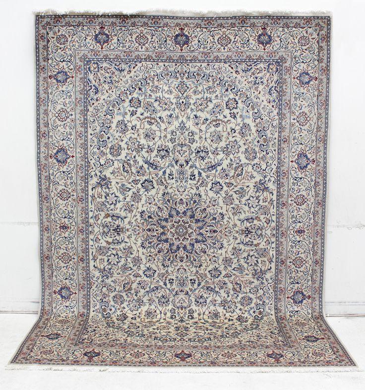 180498. MATTA, Nain med silkesinslag, 318 x 223 cm. Mycket tätknuten, ca 600.000 knutar per kvm. 22 aug 2014 kl. 11.500kr (utrop 15.000kr)