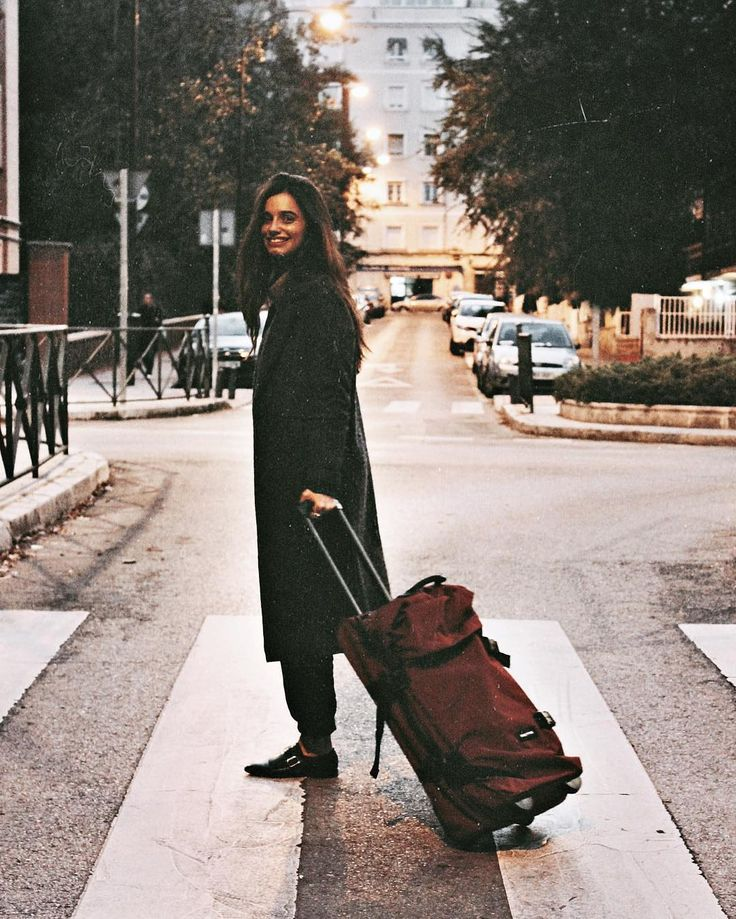 Ready for a relaxing weekend? @itziaraguilera traveling with our Tranverz suitcase #PakYourAdventure #eastpak #eastpakluggage  #travel #suitcase